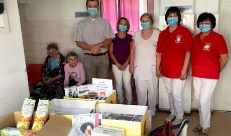 Karitász-adományt adott helyi csoportunk a csornai Margit Kórháznak